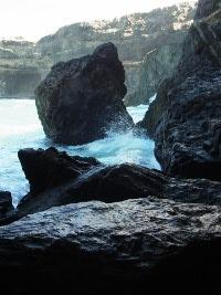 Brechende Wellen vor der Caleta Negra
