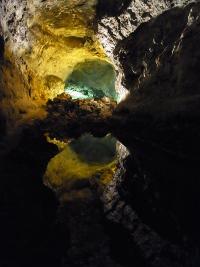 Spiegelung in den Cuevas de los Verdes